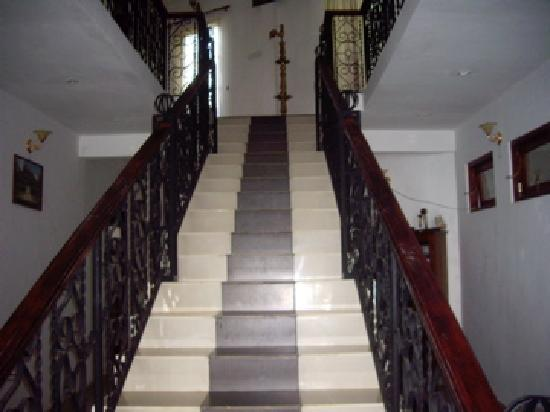 The Richmond House Kandy: the stairs to the second floor and balcony