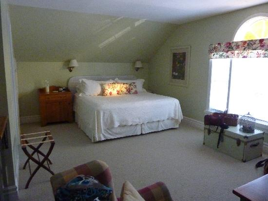 Traditions Guest House : King suite