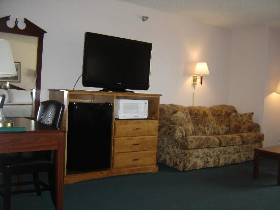 New Victorian Inn & Suites York: Family Suite - Two Queen beds and a Sofa Sleeper