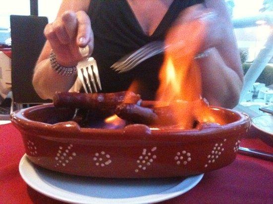 restaurante  A BROA : flamin sausage!