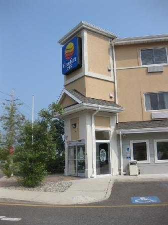 Comfort Inn Toms River: Hotel Entrance