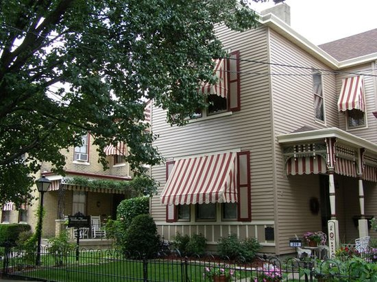Weller Haus Bed, Breakfast and Event Center: Two side-by-side historic homes