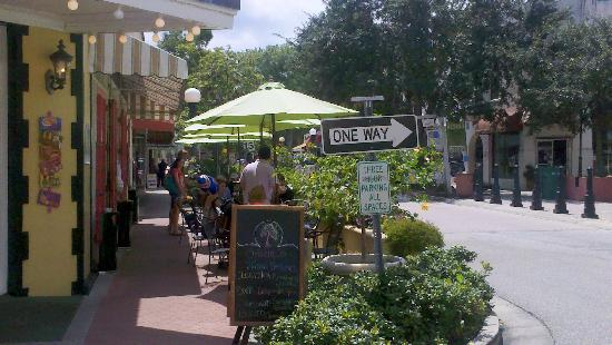 Ossorio Bakery & Cafe: Wonderful outdoor seating