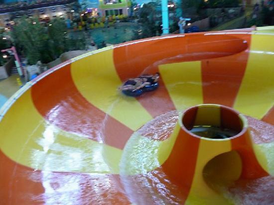 KeyLime Cove Indoor Waterpark Resort: Key Lime Cove Vortex slide