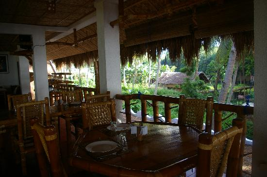Pura Vida Beach & Dive Resort: restaurant for breakfast