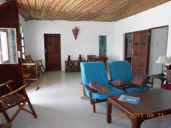 Villa Biba : Large sitting room with TV