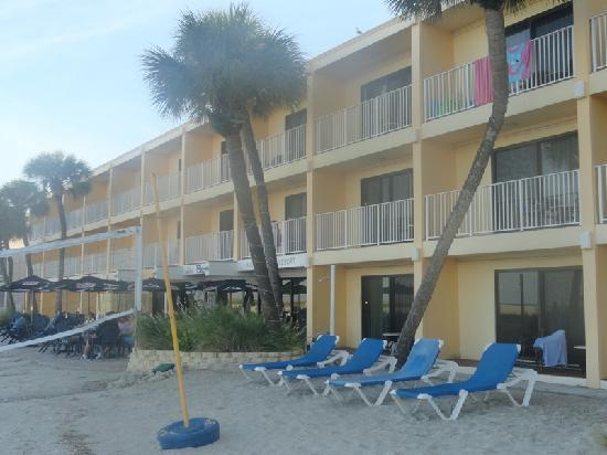 Bilmar Beach Resort: The walk up from the beach