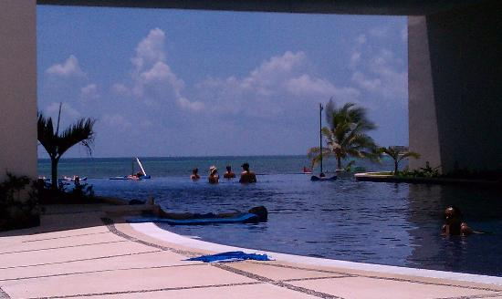 Secrets Silversands Riviera Cancun: The Infinity pool