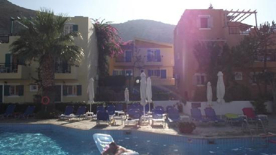 Koutouloufari, Griechenland: Relaxing view from the pool