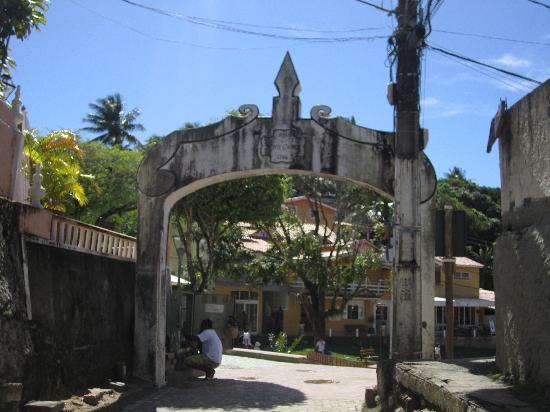 Pousada Aquarela: Entrance to the village where pousada sits