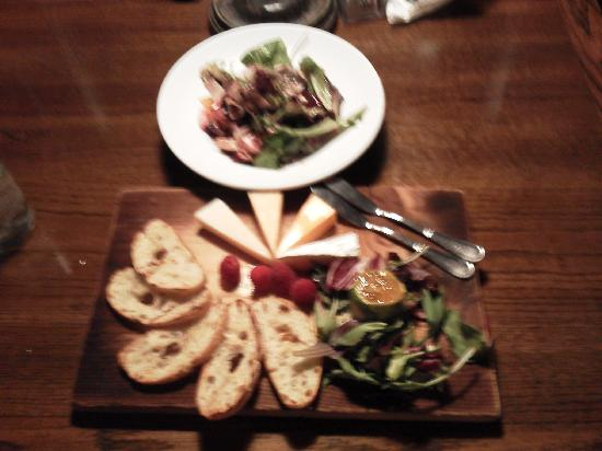 Ye Kendall Inn: A salad & cheese plate at the bar
