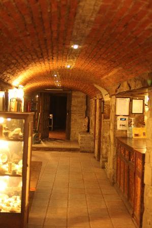 Socavon: Entrance