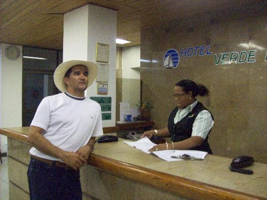 Hotel Verde Mar: Muy amable las recepcionistas