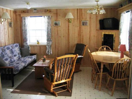 Hunter's Mountain Chalets: Two Bedroom Cottage Living-Dining