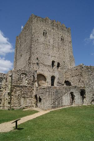 Portchester Castle: Wohnturm Innenhofansicht
