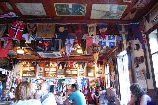 Peter Cafe & Scrimshaw Museum: Indoors