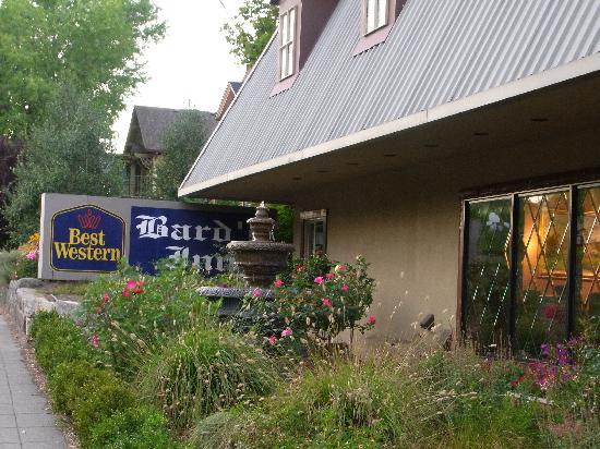 Bard's Inn: Entrance