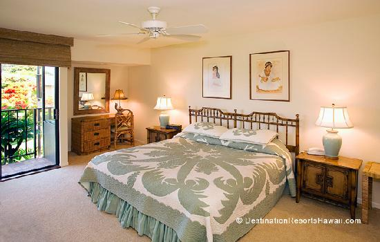 Wailea Elua Village: Master Bedroom with Lanai