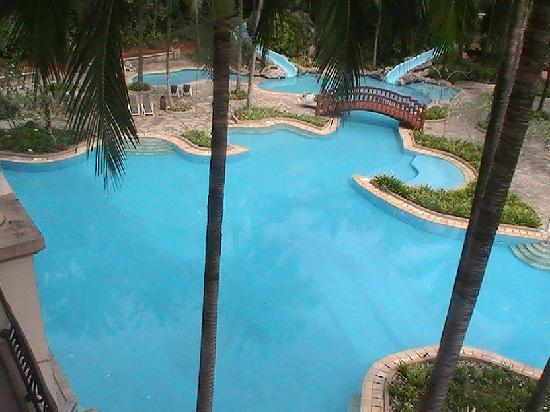 Sri Kembangan, Malasia: the pool after a days cricket was most inviting