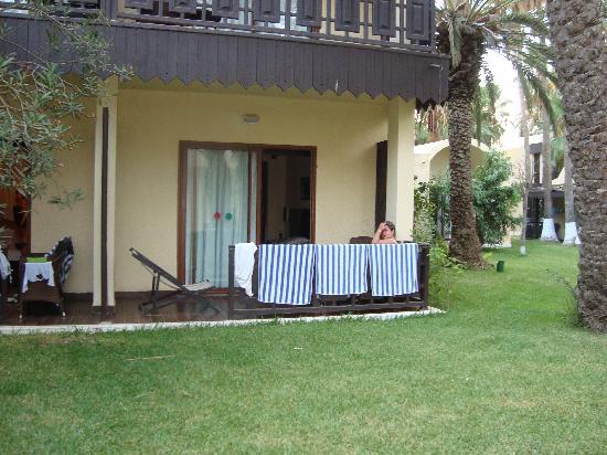 bungalow rez de jardin photo de hotel paradis palace. Black Bedroom Furniture Sets. Home Design Ideas