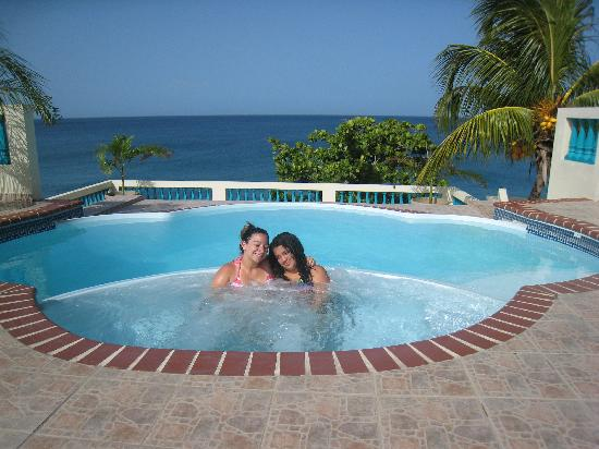 Sunset Paradise Villas: My girls love it!