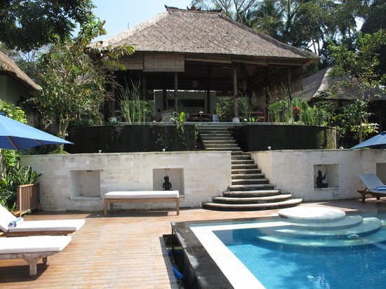 Amori Villas: Pool and tea house