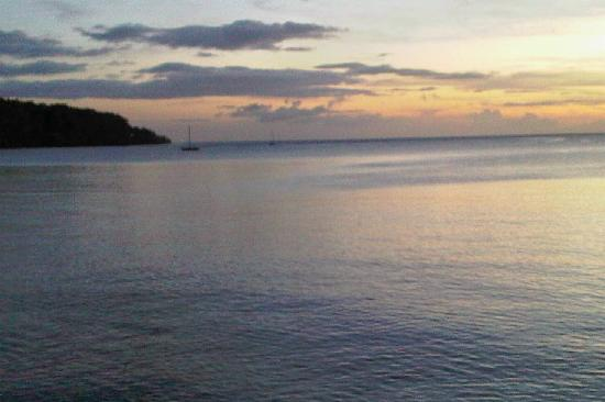 Portsmouth Beach Hotel: Caribbean Sea at Sunset