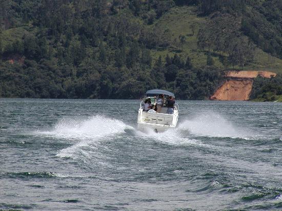 Calima Lake: lago calima paseo en lancha