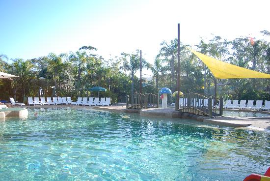 NRMA Ocean Beach Resort and Holiday Park: Lovely big sparkling pool