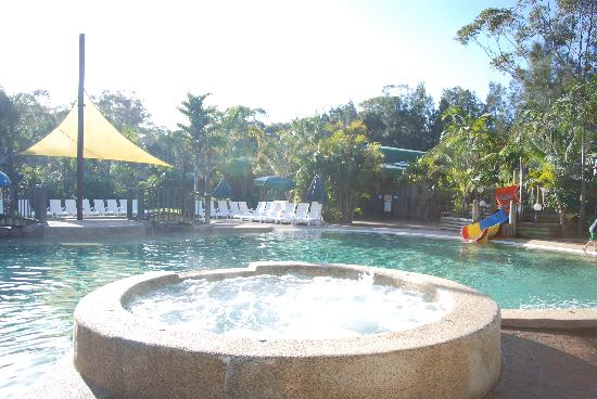 NRMA Ocean Beach Holiday Park: Large hot spa
