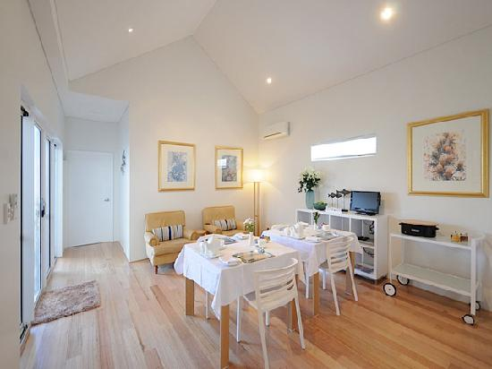 Burns Beach Bed & Breakfast: Dining Area