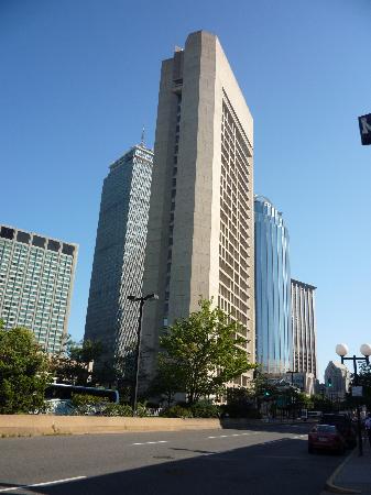 The Midtown Hotel: Vue depuis l'entrée de l'hôtel. Le Prudential Centre est juste à côté