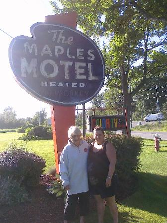 Maples Motel: ME AND THE OWNER , SHE IS THE SWEETEST EVER!