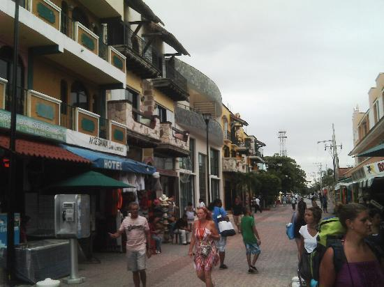 BlueBay Grand Esmeralda: 5th Street in Playa