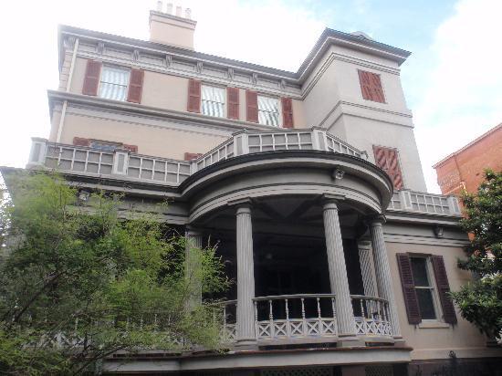 Juliette Gordon Low's Birthplace: Side view of Gordon-Low home