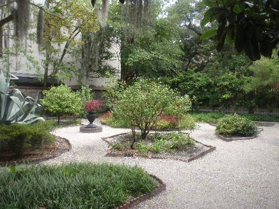 Juliette Gordon Low's Birthplace: Beautiful garden behind the house