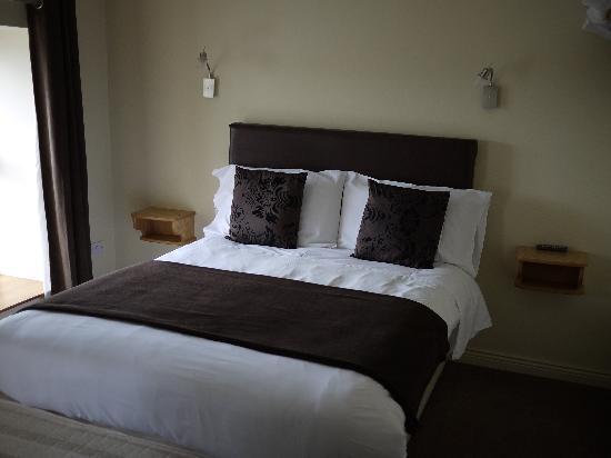 Dan Linehan's Bar & B&B : Nice bed :)