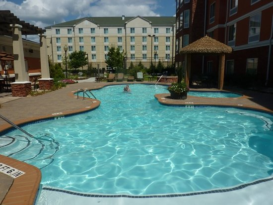 Homewood Suites Atlanta NW-Kennesaw Town Ctr : lovely pool
