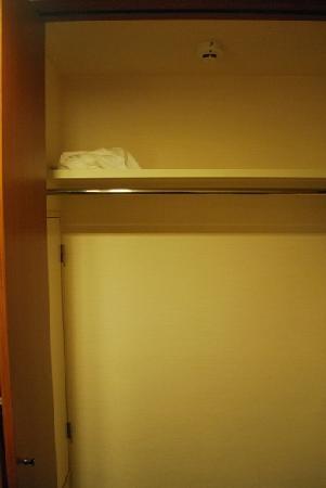 the b hakata: 放置されてたバスタオル。