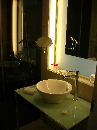 Das Badezimmer War Nicht Zu Klein Und Die Dusche Hatte Grosse Von