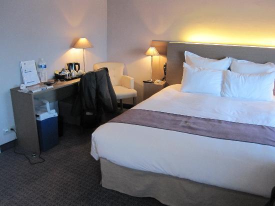 BEST WESTERN Hôtel de la Brèche : Lit Kig Size très confortable