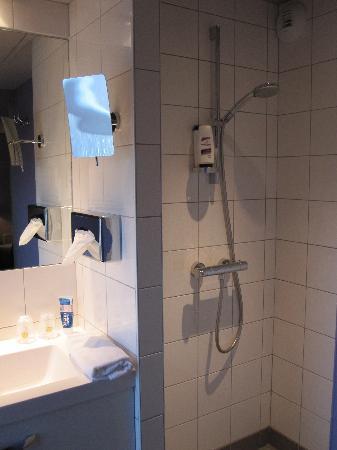 BEST WESTERN Hotel de la Breche: Douche