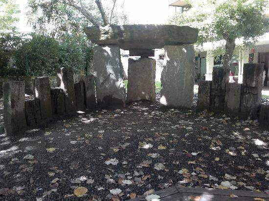 La Perla: Reproduction d'un dolmen