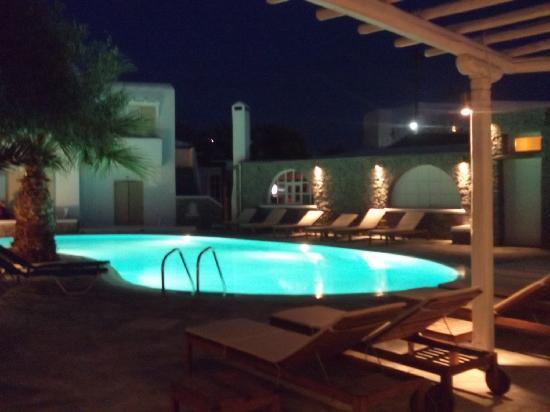Vanilla Hotel: pool at night2