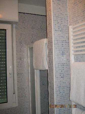 Hotel Jole: Bagno (Box doccia)