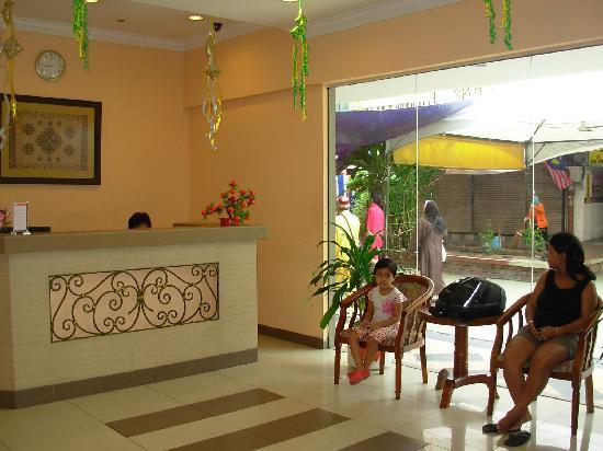 Seri Borneo Hotel: Seri Borneo : reception cum lobby