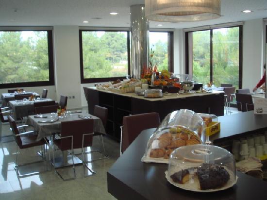 Hotel Desitges: Zona Desayunos.