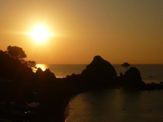 Premier Gran Hotel Reymar & Spa: levé du soleil vu de la chambre