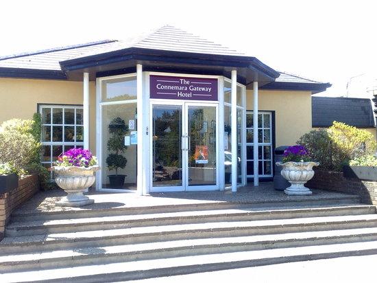Connemara Gateway Hotel: Hotel Entrance