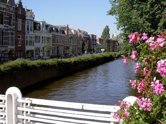 Bot Bed & Breakfast: Canal Raamsingle Haarlem